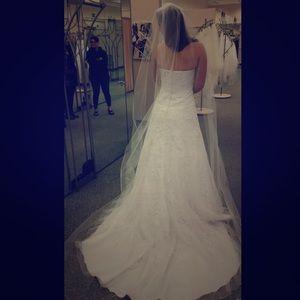 David's Bridal A-line Wedding Gown (V3587)